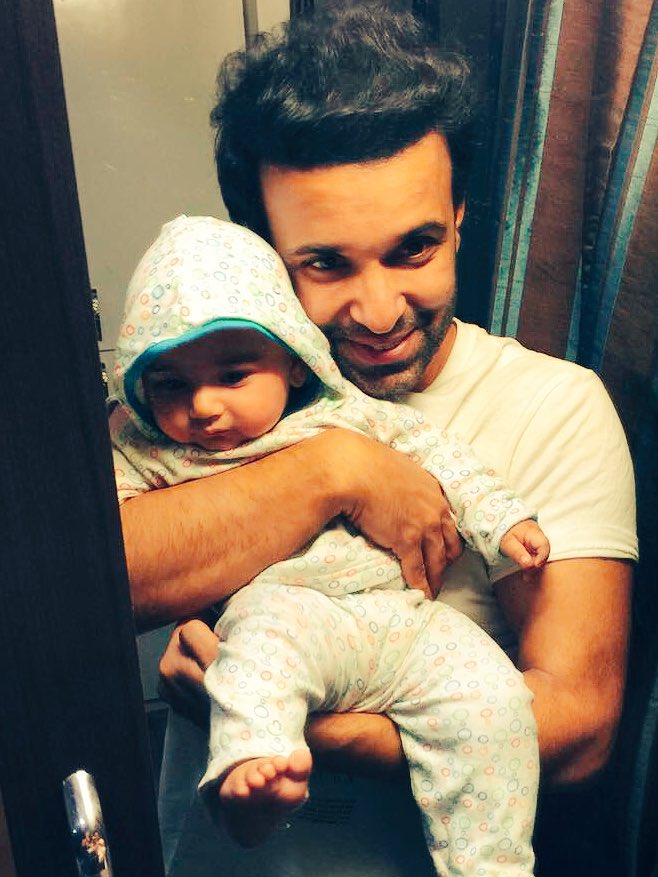 """Aamir Ali on Twitter: """"At home wid dis lil angel.. Sanjees cousins daughter.. Cutie pie https://t.co/Tbci8twhVg"""""""