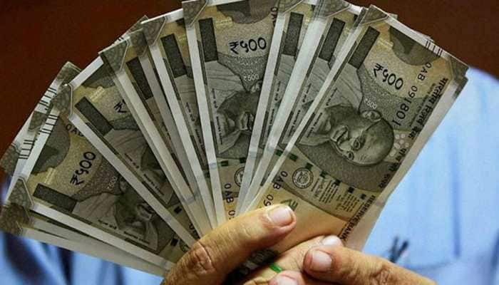 Rupee slips 43 paisa to end at life-time low of 69.05 against dollar |  Economy News | Zee News